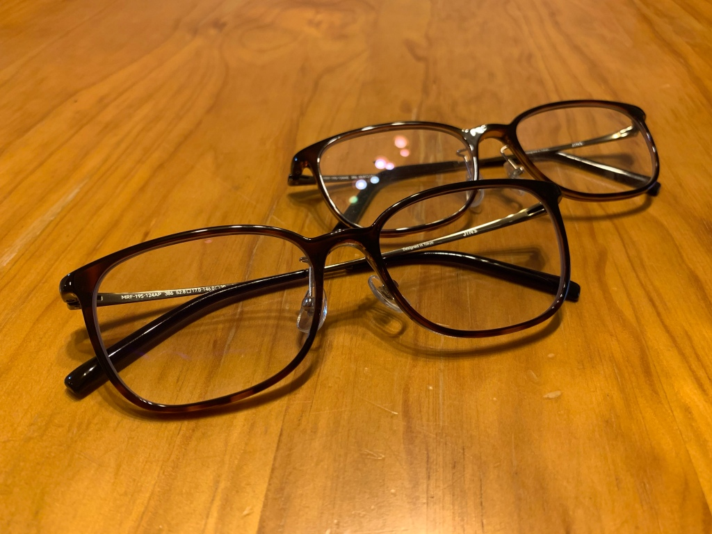 Two pairs of identical glasses